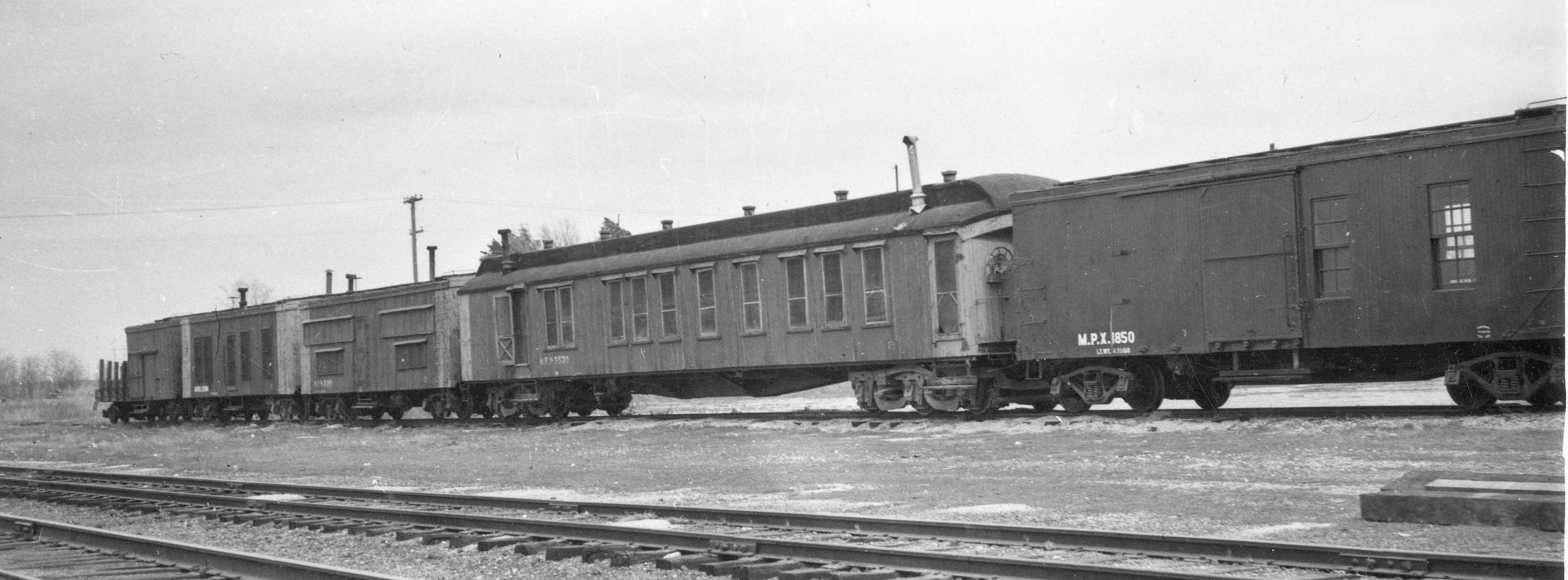 MoW-CarsGroup-expassenger-and boxcar-all-wood
